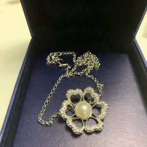Almost NEW Swarovski pearl necklace